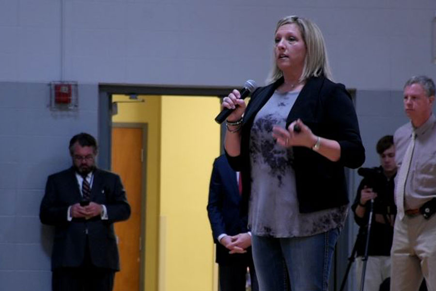 Tina Meier talks to the student body about her daughters suicide.