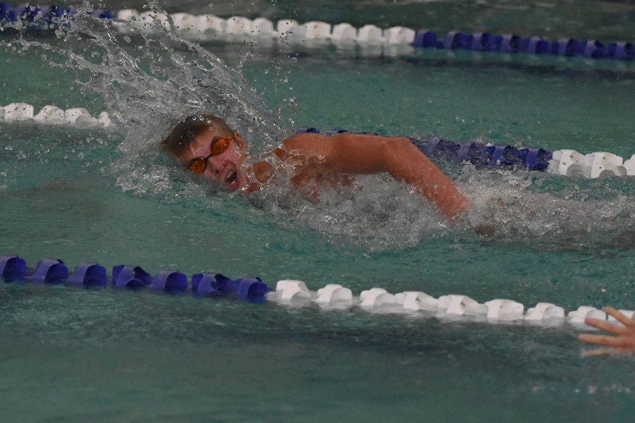 Matthew+Hilmer+competes+for+De+Smet+in+a+freestyle+event+at+the+Ladue+Invitational+in+2015.+Hilmer+is+now+competes+at+the+club+level+as+he+prepares+to+swim+at+the+college+level.+