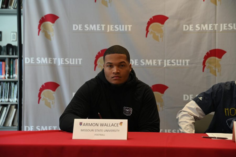 Senior+Armon+Wallace+poses+for+a+photo+prior+to+signing+to+Missouri+State+University.