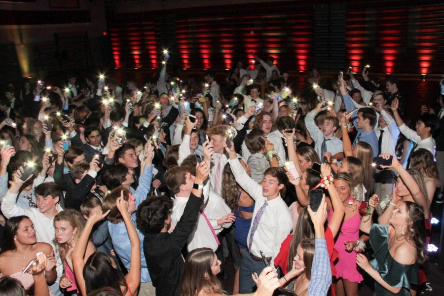 Students dance the night away at the Spartanfest Dance Oct. 12, 2019. For the first time in two years, students will once again get the opportunity to participate in a fall semi-formal dance.